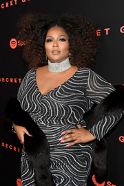 Lizzo gave her monochrome look a subtle pop of color with her pink mani.