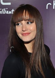 Leighton Meester wore eye-enhancing black liquid liner at the HTC Serves Up NYC product launch event. Her retro look is easy to duplicate by starting at the inner corners of eyes and sweeping liner brush gently along the upper lash line, flicking the brush gently in an up and out motion at the outer corners.