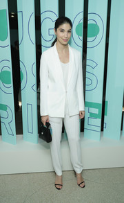 Caroline Issa polished off her minimalist-chic outfit with black skinny-strap sandals.