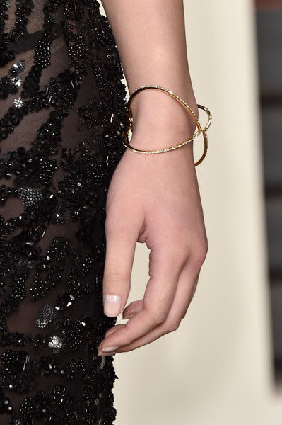 Hailee Steinfeld Diamond Bracelet [bracelet,bangle,jewellery,nail,fashion,finger,hand,fashion accessory,dress,arm,hailee steinfeld,graydon carter - arrivals,graydon carter,fashion detail,beverly hills,california,wallis annenberg center for the performing arts,vanity fair,oscar party]