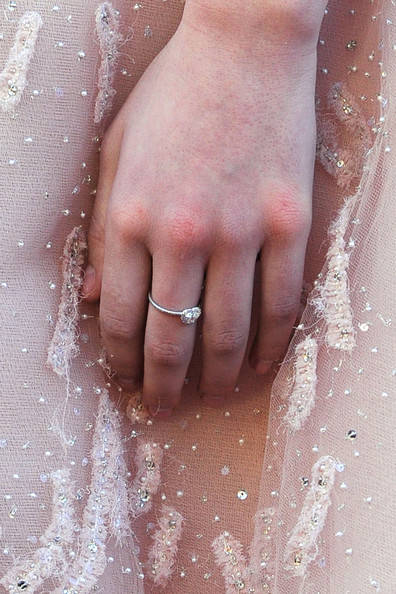 Hailee Steinfeld Diamond Ring [nail,hand,skin,close-up,water,finger,leg,dress,photography,gesture,arrivals,hailee steinfeld,hollywood,california,kodak theatre,annual academy awards]