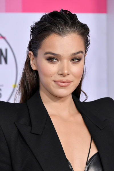 Hailee Steinfeld Long Straight Cut [hair,hairstyle,face,eyebrow,chin,lip,beauty,forehead,black hair,long hair,arrivals,hailee steinfeld,american music awards,microsoft theater,los angeles,california]