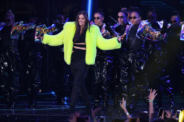 Hailee Steinfeld Fur Coat [performance,entertainment,performing arts,event,stage,musical theatre,public event,performance art,concert,dancer,hailee steinfeld,stage,bilbao exhibition centre,spain,mtv,emas 2018 - show]