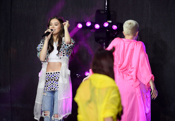 More Pics of Hailee Steinfeld Printed Coat (3 of 72) - Printed Coat Lookbook - StyleBistro [hailee steinfeld,performance,entertainment,performing arts,event,stage,pink,talent show,fashion,performance art,fun,new york city,rockefeller plaza,nbc]