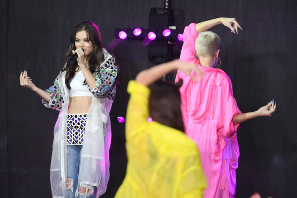 More Pics of Hailee Steinfeld Printed Coat (2 of 72) - Printed Coat Lookbook - StyleBistro [hailee steinfeld,entertainment,performance,performing arts,event,dance,stage,talent show,performance art,pink,dancer,new york city,rockefeller plaza,nbc]
