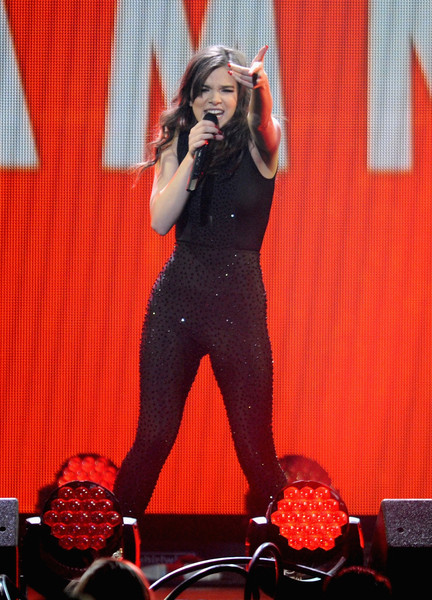 Hailee Steinfeld Jumpsuit [performance,entertainment,performing arts,talent show,singing,stage,singer,music artist,pop music,music,hailee steinfeld,minnesota,st paul,xcel energy center,kdwb,jingle ball 2015 - show]