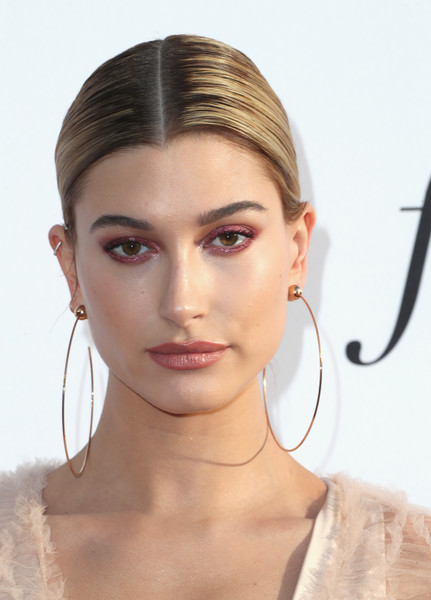 Hailey Baldwin Metallic Eyeshadow