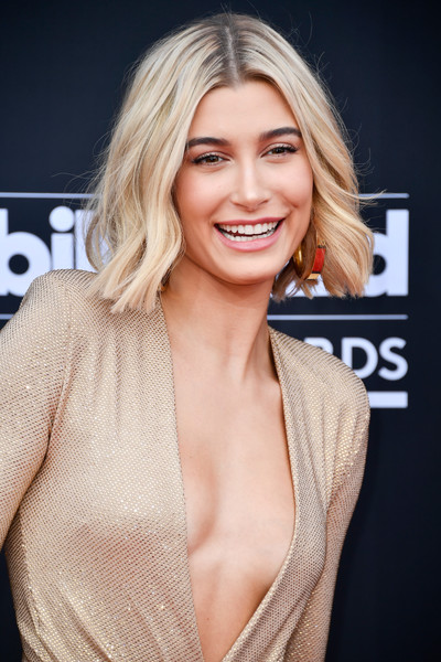 Hailey Bieber Short Wavy Cut [image,photograph,hair,face,blond,hairstyle,eyebrow,lip,skin,beauty,chin,smile,arrivals,hailey baldwin,billboard music awards,tv personality,hair,face,las vegas,mgm grand garden arena,hailey rhode bieber,today,2018 billboard music awards,engagement,stock photography,model,getty images,image,photograph]