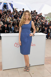 Petra Nemcova paired her denim blue frock with casual strappy gray sandals.
