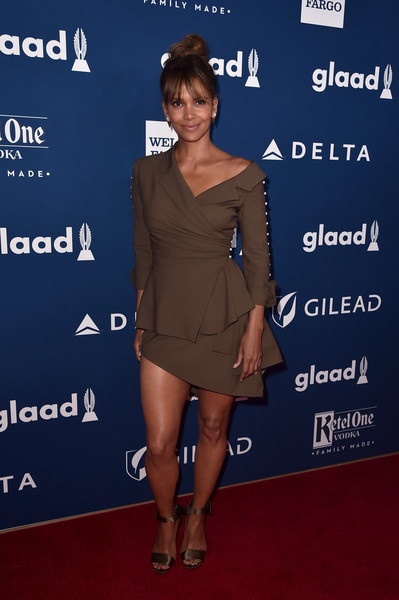 Halle Berry Mini Skirt [clothing,shoulder,dress,joint,cocktail dress,premiere,carpet,footwear,fashion,red carpet,arrivals,halle berry,glaad media awards,the beverly hilton hotel,beverly hills,california]