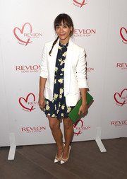 Rashida Jones capped off her look with a long green leather clutch.