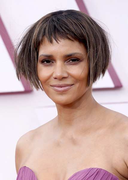 Halle Berry Bob [forehead,smile,joint,skin,lip,chin,eyebrow,shoulder,eyelash,neck,hair,hair,hair coloring,cut,forehead,smile,joint,los angeles,california,annual academy awards,hair coloring,bangs,bob cut,pixie cut,layered hair,brown hair,blond,black hair,hair,asymmetric cut]