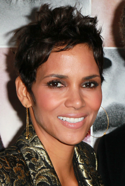 Halle Berry Messy Cut [frankie and alice,hair,face,eyebrow,hairstyle,facial expression,chin,lip,forehead,black hair,smile,arrivals,halle berry,california,hollywood,egyptian theatre,premiere,premiere]