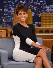 Halle Berry looked radiant with this short pixie cut.