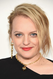 Elisabeth Moss completed her accessories with a gold sphere pendant necklace.
