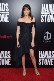 Ana de Armas gave the classic off-the-shoulder silhouette an ultra-modern update with this Monse dress at the 'Hands of Stone' premiere.