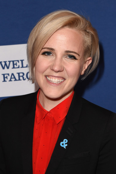Hannah Hart Graduated Bob [red carpet,hair,hairstyle,blond,official,premiere,smile,white-collar worker,hannah hart,glaad media awards,new york city,the hilton midtown,glaad]