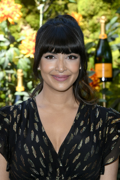 Hannah Simone Ponytail [hair,hairstyle,black hair,lady,beauty,bangs,smile,long hair,brown hair,layered hair,arrivals,hannah simone,los angeles,pacific palisades,california,will rogers state historic park,veuve clicquot polo classic]
