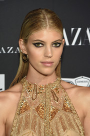 Devon Windsor wore a slicked-down 'do at the 2018 Harper's Bazaar Icons event.