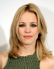 Rachel McAdams smoldered in smoky eyeshadow, the perfect complement to her sexy cocktail dress.