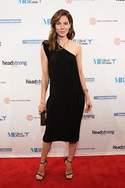 Michelle Monaghan kept it simple yet stylish all the way down to her black slim-strap sandals.