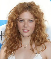 Rachelle Lefevre arrived at the Heal the Bay fundraiser wearing her hair in a voluminous mass of pretty waves.