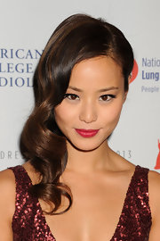Jamie Chung looked glam chic with a deep side part and cascading curls.
