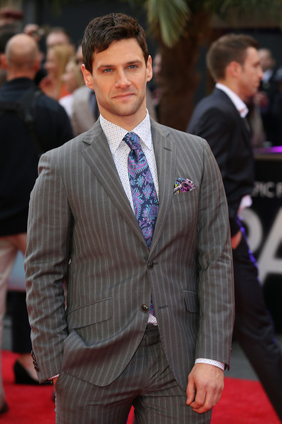 More Pics of Justin Bartha Men's Suit (1 of 4) - Men's Suit Lookbook - StyleBistro