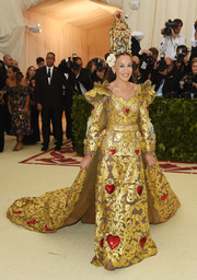 Sarah Jessica Parker looked absolutely radiant in a caped heart-motif gown by Dolce & Gabbana Alta Moda at the 2018 Met Gala.