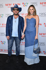 Keltie Knight completed her outfit with a denim maxi skirt in three shades of blue.