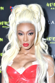 Winnie Harlow channeled RuPaul with this voluminous platinum-blonde wig at Heidi Klum's 19th annual Halloween party.