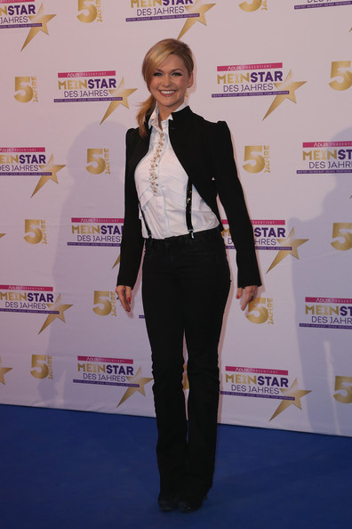 Helene Fischer Cropped Jacket [clothing,suit,carpet,red carpet,yellow,fashion,pantsuit,outerwear,flooring,formal wear,star,helene fischer attends,awards,germany,hamburg,kehrwieder theatre on february 13]