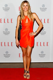 Laura Csortan chose a vibrant tangerine cocktail frock with a triangular cutout for her red carpet look at the Hello Elle.