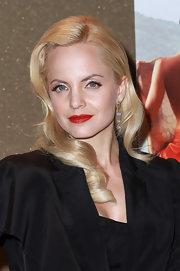 Mena Suvari showed off retro glamour with radiant blond waves and classic red lipstick.
