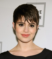 Sami Gayle looked totally cool with her short 'do and piecey bangs during the Herve Leger fashion show.