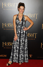 Madeleine West wore a modern print maxi in charcoal hues to the 'Hobbit' Melbourne premiere.