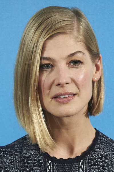 Rosamund Pike looked oh-so-cool wearing this asymmetrical bob at the Madrid photocall for 'What We Did on Our Holiday.'