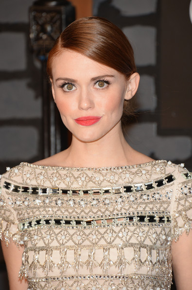 Holland Roden Bright Lipstick [hair,jewellery,fashion model,beauty,eyebrow,human hair color,hairstyle,lady,fashion,shoulder,arrivals,holland roden,2013 mtv video music awards,borough,barclays center,brooklyn,new york city]