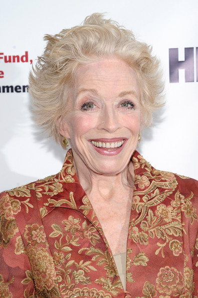 Holland Taylor Messy Cut [hair,face,blond,hairstyle,chin,eyebrow,lip,smile,premiere,hair coloring,arrivals,robert de niro,holland taylor,new york city,actors fund,the new york marriott marquis,gala]