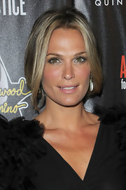 Model Molly Sims went with a loose style bun and face framing bangs while walking the red carpet at a Hollywood Pre-Oscar party.
