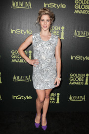 For a bit of color to her monochrome dress, Emily Bett Rickards wore a pair of purple and black pumps.