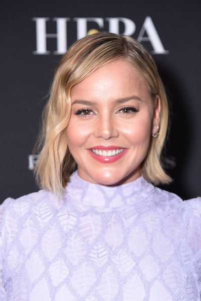 Abbie Cornish looked cute with her short, asymmetrical waves at the HFPA and InStyle TIFF party.