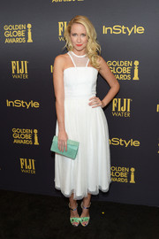 Anna Camp finished off her well-coordinated ensemble with a mint-green croc-embossed clutch by Nancy Gonzalez.