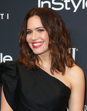 Mandy Moore sported edgy-chic waves at the Golden Globes 75th anniversary celebration.