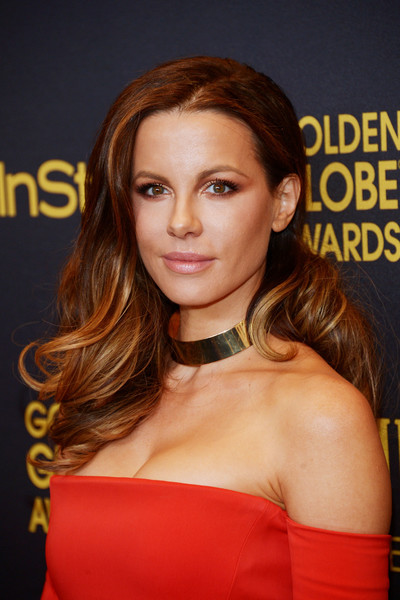 Kate Beckinsale topped off her look with fabulous feathery curls when she attended the HFPA and InStyle Golden Globe Award season celebration.