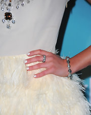 Gia Mantegna added a little sparkle to her look with a diamond band ring.