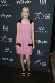 Saoirse Ronan coordinated her dress with black broad-strap sandals by Alchimia di Ballin.