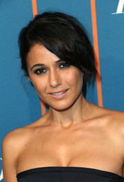 Emmanuelle Chriqui complemented her 'do with a super-smoky eye.