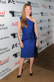 Mireille's royal blue one-shoulder frock featured a peplum detail at the wait for an added touch of style.