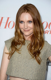 Darby Stanchfield looked super lovely at the Hollywood Reporter Emmy party with this long center-parted wavy 'do.